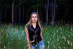 Muchacha en el bosque Imágenes de archivo libres de regalías