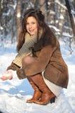 Muchacha en el bosque del invierno Imagen de archivo