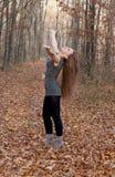 Muchacha en el bosque del otoño Imagen de archivo libre de regalías