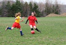 Muchacha en el campo de fútbol 19 Imagen de archivo