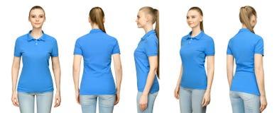 Muchacha en el diseño azul en blanco de la maqueta del polo para la impresión y la mujer joven de la plantilla del concepto en la fotos de archivo