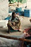 Muchacha en el establecimiento de pescadores en Tailandia Fotos de archivo