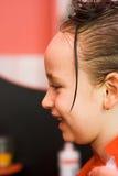 Muchacha en el estilista de pelo Imagen de archivo libre de regalías