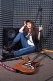 Muchacha en el estudio de grabación Imagen de archivo libre de regalías