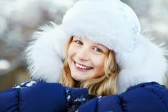Muchacha en el invierno Adolescente al aire libre Imagen de archivo libre de regalías