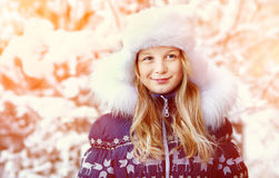 Muchacha en el invierno Adolescente al aire libre Foto de archivo