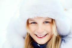 Muchacha en el invierno Adolescente al aire libre Foto de archivo libre de regalías