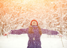 Muchacha en el invierno Niño al aire libre Fotos de archivo