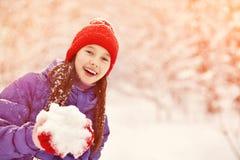 Muchacha en el invierno Niño al aire libre Imagen de archivo libre de regalías