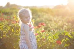 Muchacha en el jardín Imagenes de archivo