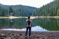 Muchacha en el lago Fotografía de archivo libre de regalías