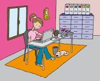 Muchacha en el ordenador Foto de archivo libre de regalías