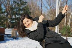 Muchacha en el oscilación en invierno Fotografía de archivo libre de regalías