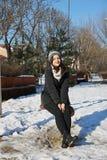 Muchacha en el oscilación en invierno Fotografía de archivo