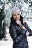 Muchacha en el parque del invierno Foto de archivo libre de regalías