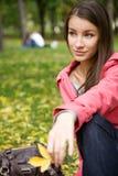 Muchacha en el parque del otoño Imagen de archivo