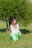 Muchacha en el parque del verano Imagen de archivo libre de regalías