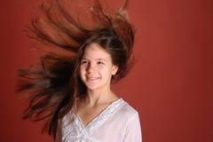 Muchacha en el pelo del vuelo del viento Foto de archivo