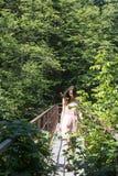 Muchacha en el puente Fotografía de archivo libre de regalías