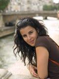 Muchacha en el río Sena Imagen de archivo