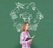 Muchacha en el rosa y la educación, verdes Fotografía de archivo libre de regalías
