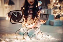 Muchacha en el ` s Eve del Año Nuevo Fotos de archivo libres de regalías
