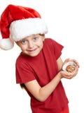 Muchacha en el sombrero con las galletas - concepto de santa de la Navidad de las vacaciones de invierno Foto de archivo