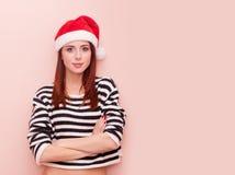 Muchacha en el sombrero de Papá Noel Fotografía de archivo