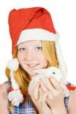 Muchacha en el sombrero de santa con el conejo Imagenes de archivo