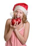 Muchacha en el sombrero de Santa con las bolas rojas imagen de archivo libre de regalías