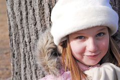 Muchacha en el sombrero del invierno, retrato Foto de archivo