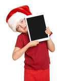 Muchacha en el sombrero rojo de santa con la PC de la tableta en blanco aislada Imagen de archivo libre de regalías