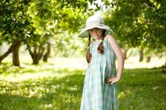 Muchacha en el sombrero y la alineada Fotografía de archivo