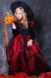 Muchacha en el traje de Víspera de Todos los Santos Imágenes de archivo libres de regalías