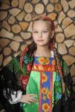 Muchacha en el traje ruso Fotos de archivo