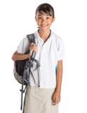 Muchacha en el uniforme escolar y la mochila VII Imagen de archivo libre de regalías