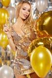 Muchacha en el vestido de noche con los vidrios del champán - Año Nuevo, celebra Imágenes de archivo libres de regalías