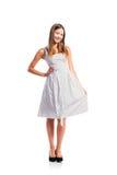 Muchacha en el vestido punteado blanco y negro, talones, tiro del estudio Foto de archivo libre de regalías