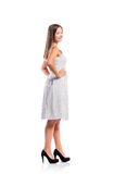 Muchacha en el vestido punteado blanco y negro, talones, tiro del estudio Imágenes de archivo libres de regalías