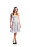 Muchacha en el vestido punteado blanco y negro, talones, tiro del estudio, isolat Imagenes de archivo