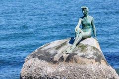 Muchacha en estatua del Wetsuit en Stanley Park, Vancouver Foto de archivo