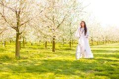 Muchacha en flor de cerezo Fotografía de archivo libre de regalías