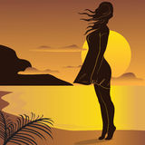 Muchacha en fondo de la puesta del sol Imágenes de archivo libres de regalías