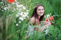 Muchacha en hierba Imágenes de archivo libres de regalías