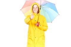 Muchacha en impermeable amarillo Imagen de archivo