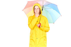Muchacha en impermeable amarillo Imagen de archivo libre de regalías