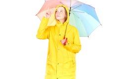 Muchacha en impermeable amarillo Fotos de archivo libres de regalías