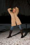 Muchacha en invierno frío Fotografía de archivo libre de regalías