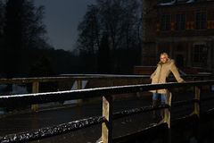 Muchacha en invierno frío Imagenes de archivo