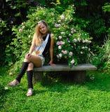 Muchacha en jardín del verano Imagen de archivo